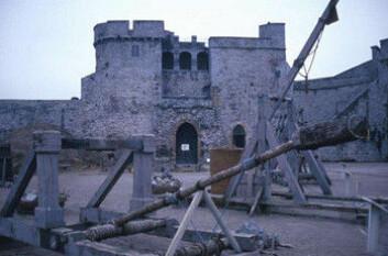 """""""Katapulter var det tyngste skytset også i middelalderens England."""""""