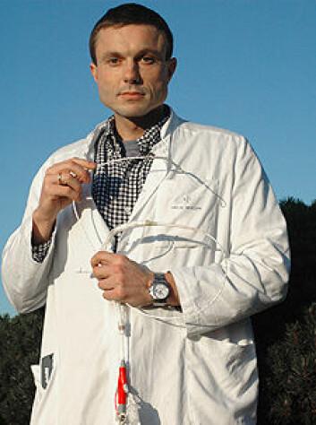 """Vegard Tuseth arbeider som lege ved Hjerteavdelingen, Haukeland universitetssykehus. Han disputerte med avhandlingen: """"Percutaneous left ventricular assist device in cardiac arrest-experimental studies""""' 16. desember, ved Institutt for indremedisin, UiB."""