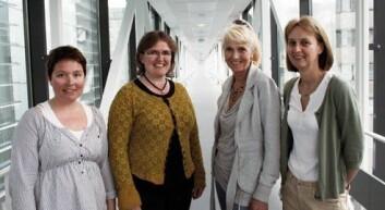 Det er fullt mulig å få til gode nasjonale samarbeidsprosjekter, mener disse forskerne. Fra venstre Tone F. Bathen og Ingrid S. Gribbestad (prosjektledere i Trondheim), Anne Lise Børresen Dale (prosjektmedarbeider i Oslo) og Gunhild Mælandsmo (prosjektleder i Oslo). (Foto: Elin Fugelsnes)