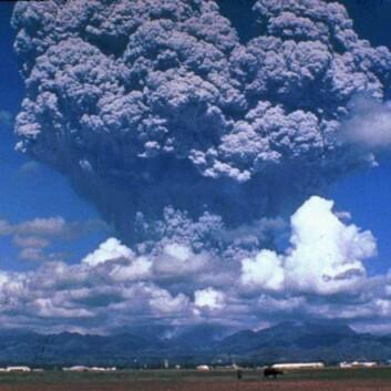 Før det smeller: Askeskyen nådde en høyde på 19 km, 3 dager før det eksplosive utbruddet til vulkanen Pinatubo på Filippinene, 15.juni 1991. (Foto: United States Geological Survey)