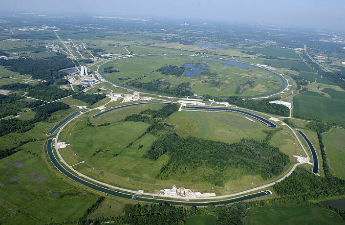 Tevatron-akseleratoren, der funnene ble gjort på forskningssenteret Fermilab utenfor Chicago, ligger langs denne sirkelen. (Foto: Fermilab)