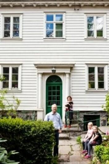 Familien Glosvik har nettopp kjøpt hus i Sandviken i Bergen. (Foto: Eivind Senneset)