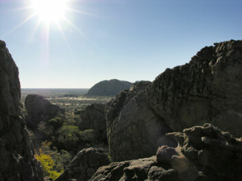 """""""Det er i en grotte i disse høydedragene mennesket har tilbedt pytonslangen i mer enn 70 000 år. Foto: Sheila Coulson."""""""