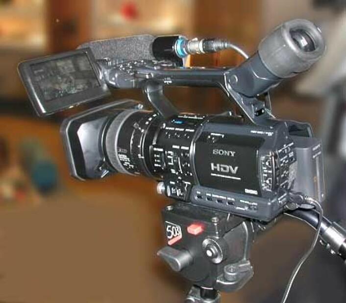 """""""Sonys nye tre-brikkers HDR-FX1 som filmer 1080i HDTV i HDV-formatet ble vist for første gang på IBC-messen."""""""