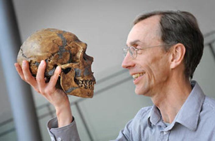 Svante Pääbo og neandertaler. (Foto: Frank Vinken)