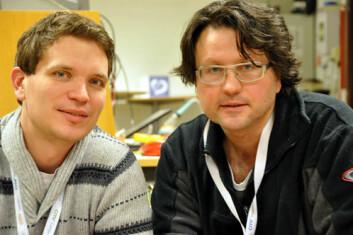 Audun Pedersen (t.v.) fra CMR Instrumentation og Erling Kolltveit ved Michelsen IMT arbeider med ny teknologi for måling av CO2 i vann. (Foto: Gunn Janne Myrseth, CMR)