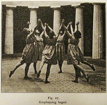 Kvinnenekroppen ble sett på som mer «rytmisk» enn mannskroppen. Tradisjonelle idrettsøvelser ble derfor byttet ut med gymnastikkens myke, koordninerte øvelser til musikk.