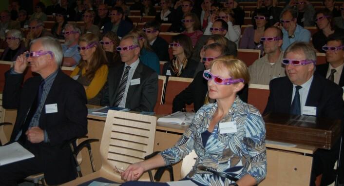 3-D-briller måtte til under seminaret. (Foto: NILU)