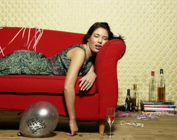 Andelen kvinner som har dukket seg fulle mer enn 50 ganger, har økt med 12 prosentpoeng i periden 1998-2006, til 47 prosent i 2006, viser tall fra SIRUS. (Illustrasjonsfoto: Colourbox.no)