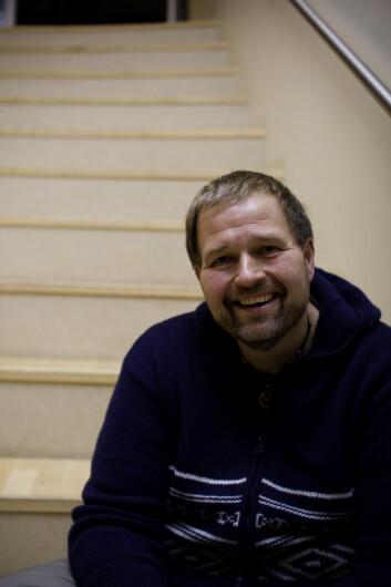 Per Møller Axelsen jobber som erfaringskonsulent på Aker universitetssykehus, hvor han hjelper sykelig overvektige før og etter behandling. (Foto: Katrine Ree Holmøy)