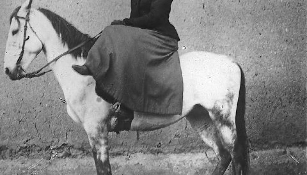 I 1907 red Bodil Biørn til hest til den avsidesliggende landsbyen Musch, der hun opprettet en poliklinikk og tok imot både armenske, tyrkiske og kurdiske pasienter. (Foto: Riksarkivet)