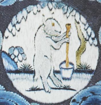 Hvit kanin som brygger livets eleksir på månen. Kinesisk broderi fra 18. århundre.