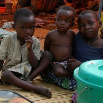 """""""Blir det bedre framtidsmuligheter når disse smågutta i kongolesisk flyktningleir blir eldre?(Foto: © EC/ECHO/François Goemans)"""""""