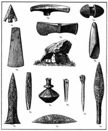 """""""Steinalderen er preget av...steinredskaper. I yngre steinalder - neolittisk tid - begynner menneskene med faste bosetninger og med jordbruk. Bilde av redskaper funnet i Danmark."""""""