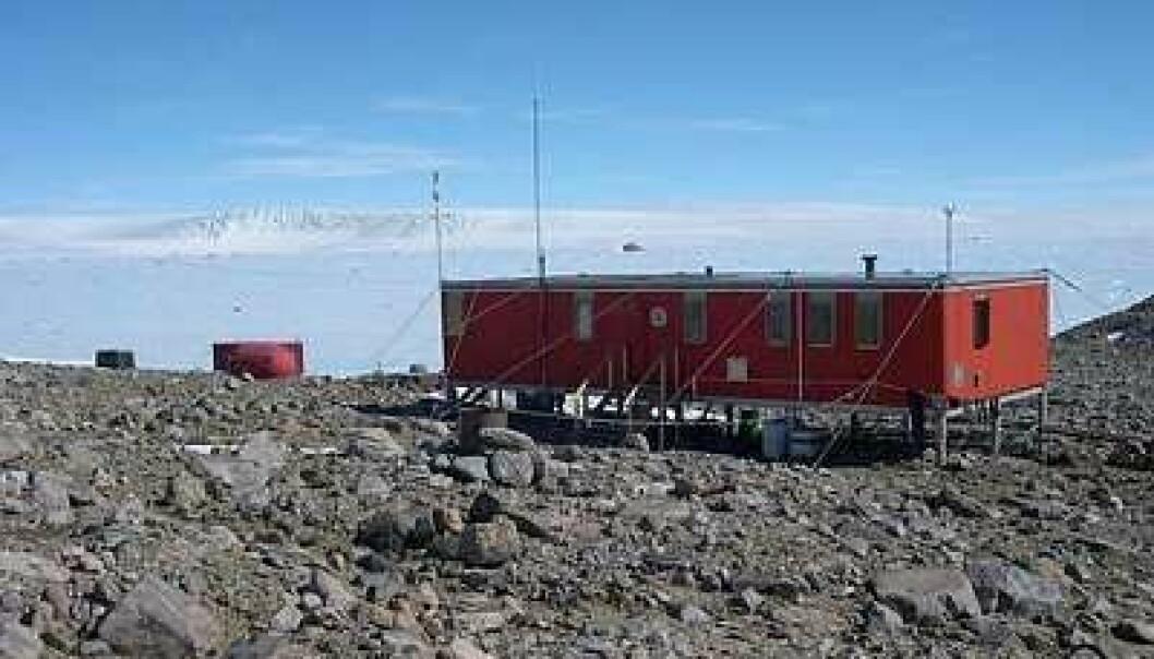 """""""Norge er med på boringene i innlandsisen I Antarktis. Her er vår forskningsstasjon Troll i Dronning Maud Land. (Foto: Steinar Vaadal, Norsk Polarinstitutt)"""""""