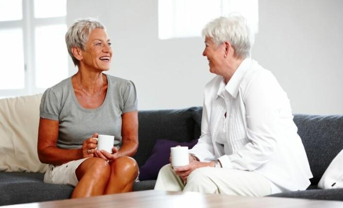 Å ha et sosialt nettverk kan være viktigere for en lykkelig pensjonisttilværelse, enn å ha barn og barnebarn, ifølge en britisk studie. (Foto: www.colorbox.no)