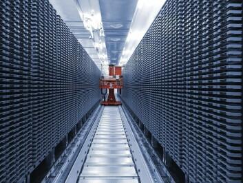 Dette automatiserte fryselageret for DNA-prøver holder en temperatur på 20 minusgrader og rommer rundt en million prøverør. En robot plukker enkeltrør på bestilling og setter også prøvene på plass. Foto: HUNT