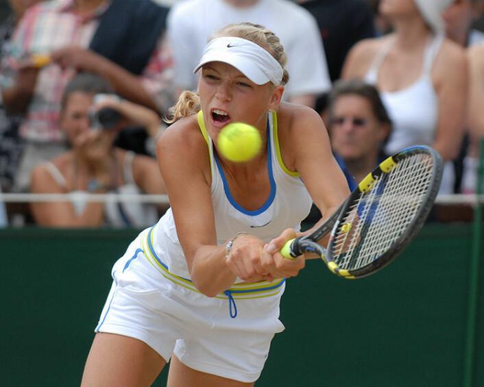 Tennisstjernen Caroline Wozniacki får kanskje sin belønning i dopamin - i tillegg til pengene. (Foto: Ricky Diver/Wikimedia Commons)