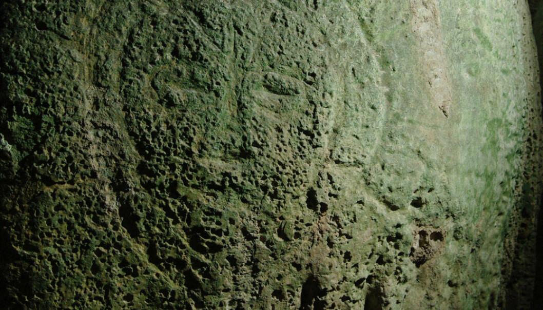 Ansiktskunsten er 10-12 000 år gammel, viser dateringer av eksperter fra University of Queensland, Australia. (Foto: John Brush)