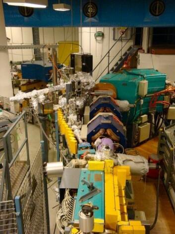 Dette er en seksjon av ASTRID, Danmarks største partikkelakselerator, som befinner seg ved Aarhus universitet. Denne har forskerne brukt til å sende elektroner inn i et klimakammer for å skape lignende forhold som i atmosfæren der skyer dannes. (Foto: AU)