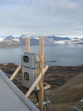 NTNUs målestasjonen i Ny Ålesund registrerer blant annet kvikksølvkonsentrasjonen i lufta. (Foto: Torunn Berg/NTNU)