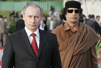 Vladimir Putin og Muammar Gaddafi, avbildet sammen i 2008 (Foto: Kremls pressekontor/Wikimedia Creative Commons)