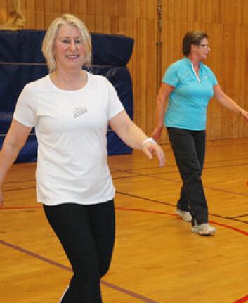 - Mange saknar eit apparat etter behandlinga, som hjelper dei å kome tilbake til kvardagen, seier Frøydis Hausmann (t.v.) som leiar treningsgruppa. (Foto: Frøy Katrine Myrhol)