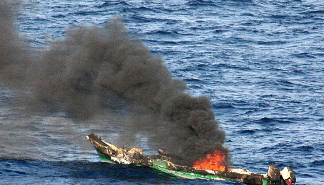 Piratsjekte i Adenbukta etter trefning med amerikansk krigsfartøy (Foto: Jason R. Zalasky/U.S.Navy)