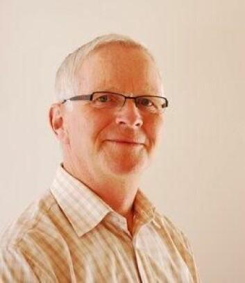 Seniorforsker Arnfinn Nes ved Bioforsk har undersøkt hvordan økologiske Ribes-bær kan bli lønnsomt. (Foto: Bioforsk)