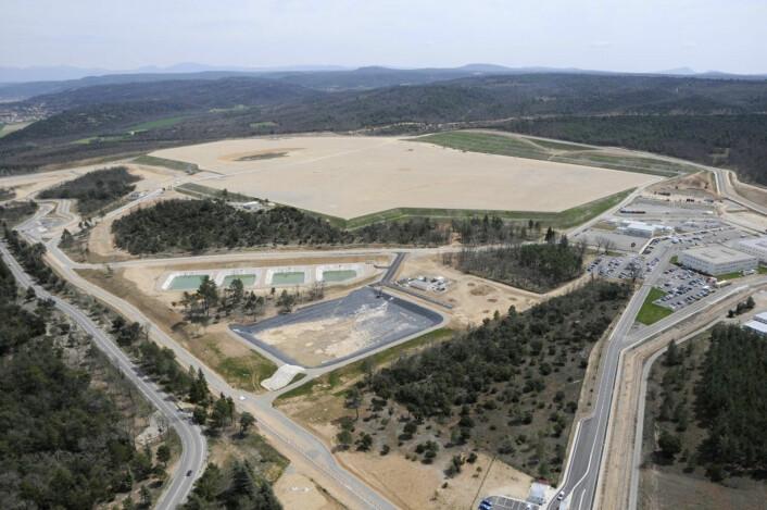 Flyfoto av området der ITER skal bygges, tatt i juni 2010. (Foto: Agence ITER France)