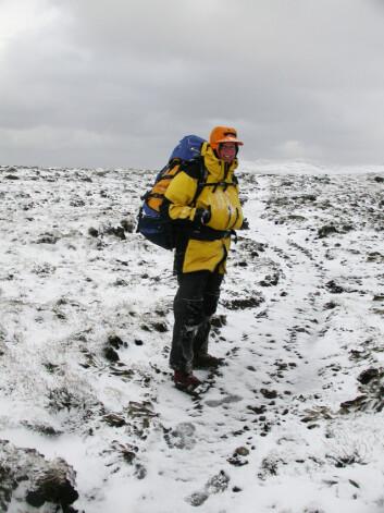 """""""Professor Dana Bergstrom er for tiden stasjonert på forskningsbasen på Macquarie-øya for å kartlegge vegetasjonen der. Foto: Australian Antarctic Division"""""""