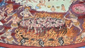 I denne buddhistiske versjonen er helvete ein varm stad der menneske blir kokt og spidda av demonar. Biletet er frå eit kloster i Tibet.