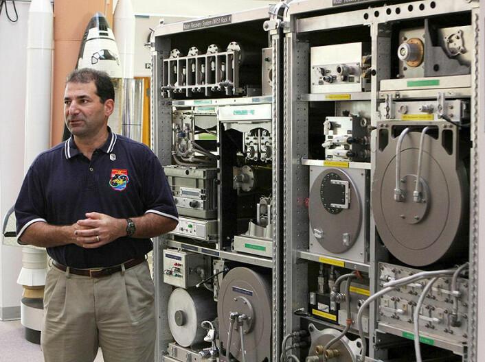 De to modulene i Water Recovery System før oppskytningen til Den internasjonale romstasjonen 15. november. (Foto: NASA)