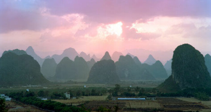 Funnene er gjort i en kalksteinshule i provinsen Guangxi Zhuang i Sør-Kina. Bildet viser formasjoner av kalksteinsfjell fra en annen del av samme provins. (Foto: iStockphoto)
