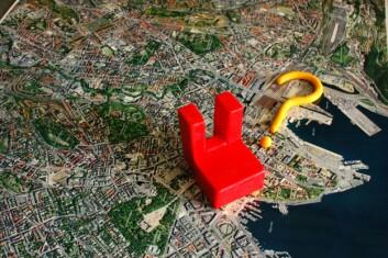 Folk og forskere skal bygge det nye Bjørvika i løpet av en dag. Den nye bydelen bygges i plastilina på Oslo S. (Foto: Norsk Form)