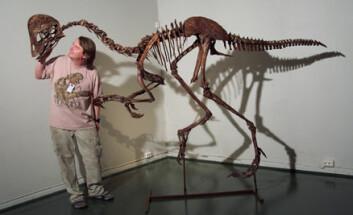 """""""Dinosaurforsker Jørn Hurum sammen med en kjempediger og ganske fersk Oviraptor. (Foto: Kristin Grønli)"""""""