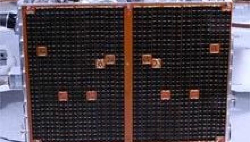 RapidEye består av fem like satellitter. Her gjøres de klar til oppskytingen. (Foto: RapidEye)