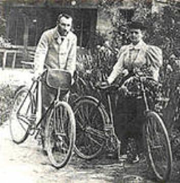 """""""Marie Curie og Pierre på sykkeltur."""""""