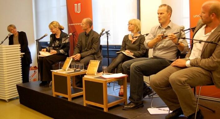 Fra seminaret Humanioras kraft. Fra venstre: fv. ordstyrer Anne Eriksen, Toril Moi, Fredrik W. Thue, Kristin Asdal, Tore Rem og Helge Jordal. (Foto: Ingunn Haraldsen).