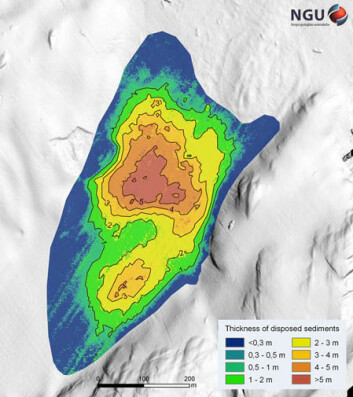 MENGDER: Dette kartet over sjøbunnen viser både hvor massene er deponert og hvor tykke lagene er. Beregningene viser at det er ført ned mellom 330.000 og 340.000 kubikkmeter til sjøbunnen. Illustrasjon: NGU