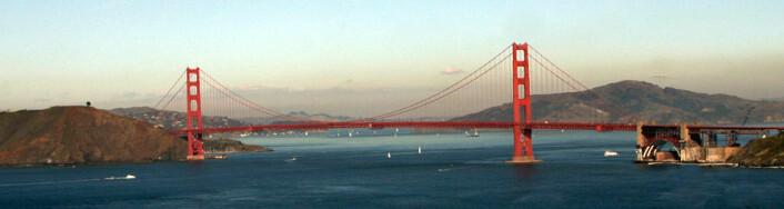 """""""På himmelen bak Golden Gate Bridge, synes den karakterisiske smogen over San Fransisco. (Foto:Aaron Logan/Wikimedia Commons)"""""""
