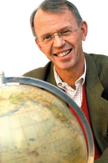 BI-forsker Carl Arthur Solberg har sett inn i krystallkulen, og tegner tre fremtidsbilder for norske banker.