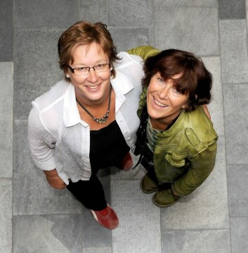 Førstelektor Kirsten Ekerholt (t.v.) og professor Astrid Bergland. (Foto: Tomas Rolland)