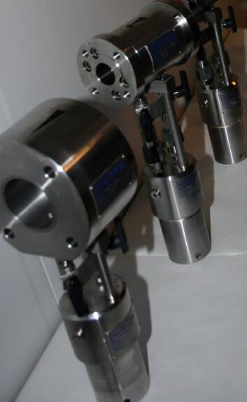 Disse prøvetagerne - verdt cirka 100 000 kronerhver - utplasseres for eksempel i en turbin, der de står i forbindelse med et online system. (Foto: Trond Solem)