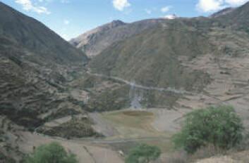 """""""La Maracocha er en uttørket innsjø i fjellene i Peru, og er gravefelt for Alex Chepstow-Lusty og teamet hans. (Foto: © Alex Chepstow-Lusty UMR CNRS 5059 """""""