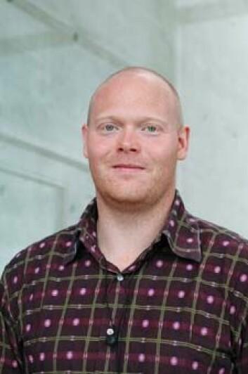 I artikkelen i PNAS viser Øyvind Halskau at den klassiske forståelsen av proteinfolding er for enkel.