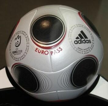 Europass, ballen som brukes i Fotball-EM 2008.