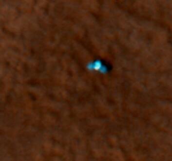 """""""Den lille blå sommerfuglen på dette bildet er NASAs Phoenix Mars Lander, sett ovenfra, av Mars Reconnaissance Orbiter. (Foto:NASA/JPL-Calech/University of Arizona)"""""""