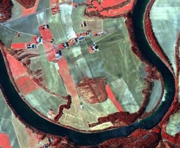 Numedalslågen i Vestfold fotografert fra rommet. Bildet er tatt av QuickBird. (Foto: Norsk Regnesentral/Norsk Romsenter/Riksantikvaren)