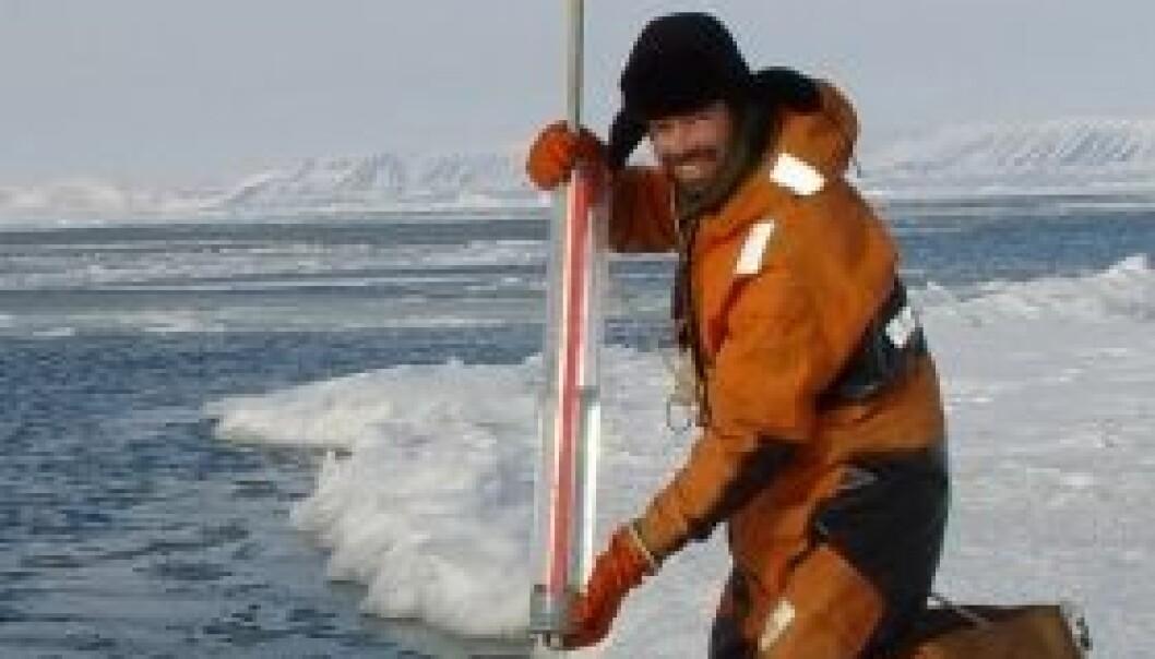 Forsker Lars H. Smedsrud tror ikke vi kommer til å få helt isfrie somre på lenge enda. (Foto: Ragnheid Skogseth, UNIS)